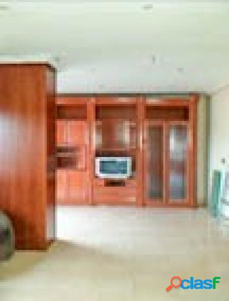 Amplio piso de 3 dormitorios en la avenida principal de