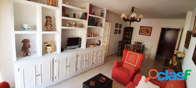 Amplio piso de cuatro dormitorios en El Retortillo