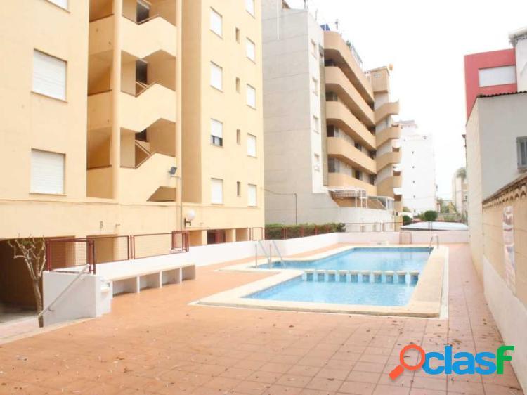 Apartamento con gran terraza situado en 4 ª linea playa