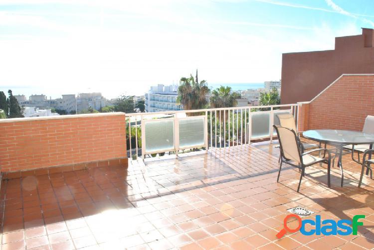 Apartamento con gran terraza y excelentes vistas al mar