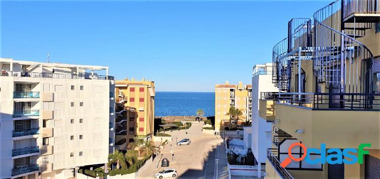 Apartamento con gran terraza y vistas espectaculares al mar