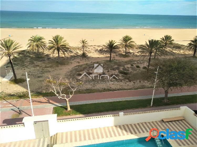 Apartamento con preciosas vistas al mar situado en 1ª linea