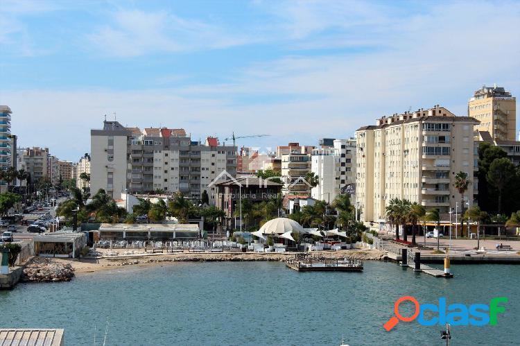 Apartamento con preciosas vistas al mar situado en la zona