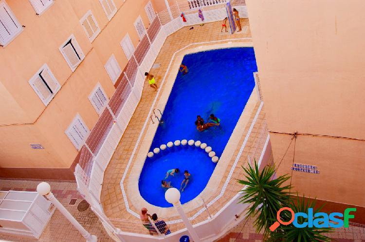 Apartamento de 1 dormitorio con piscina común.