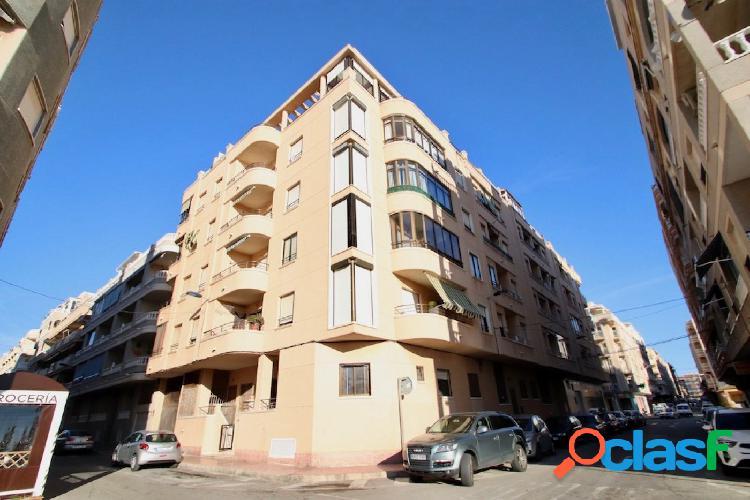 Apartamento en Torrevieja con vistas al mar