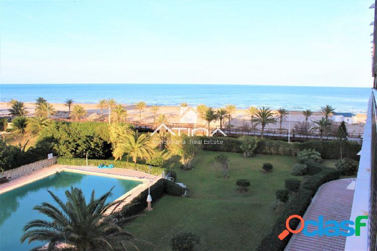 Apartamento reformado con fantásticas vistas al mar situado