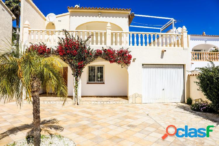 Bonito bungalow con espectaculares vistas al mar en Moraira