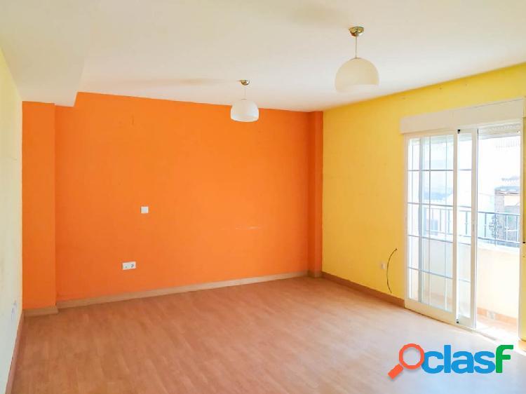 Bonito piso de 2 dormitorios, con garaje y trastero, en la