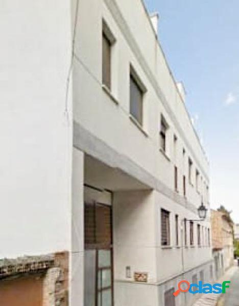 Bonito piso de 2 dormitorios y patio, situado en la calle