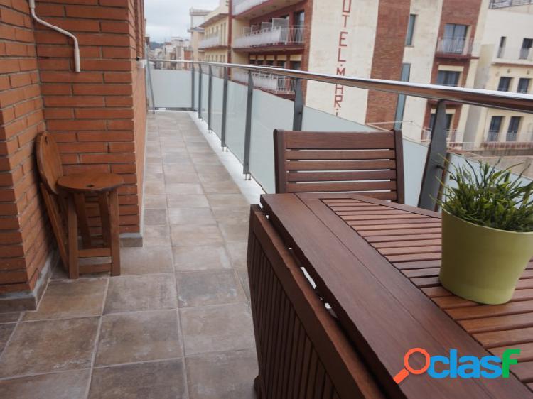Calella: Piso de 90 m2 en planta con piscina comunitaria y