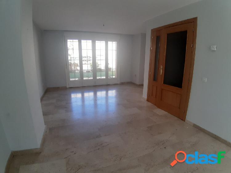 Casa adosada junto a Avda Pablo Iglesias con 3 dormitorios,