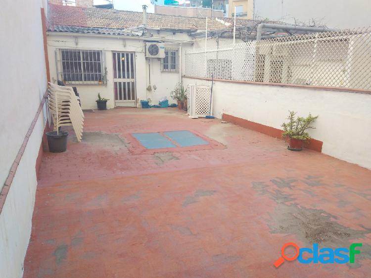 Casa con garaje a unos pasos de Camí Nou en Xirivella