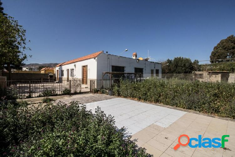 Casa con terreno en Huercal de Almería