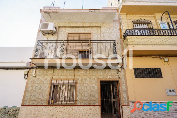 Casa en venta de 140m² en Calle Solidaridad, 41006 Sevilla