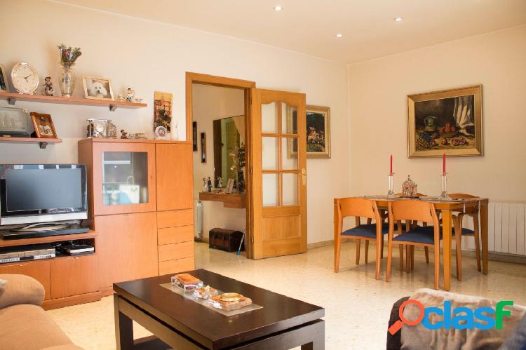 Casa en venta de 189m2 con 4 habitaciones, 3 baños y