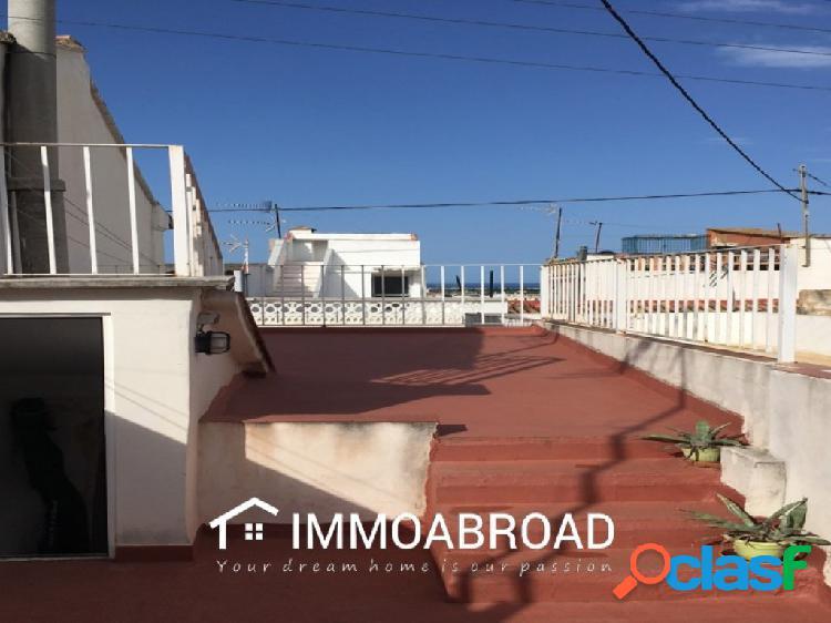 Casa en venta en Oliva con 4 dormitorios y 2 baños
