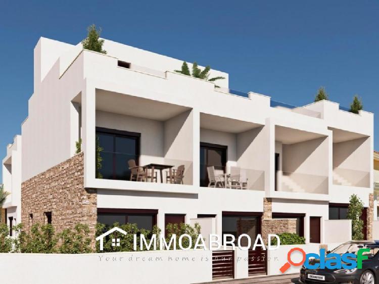 Casa en venta en Pilar de la Horadada con 4 dormitorios y 3
