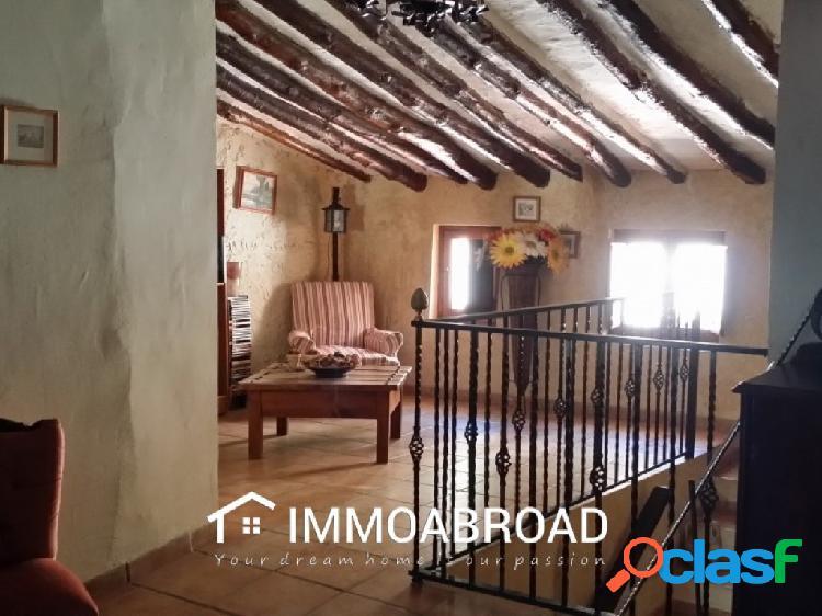 Casa en venta en Zarra con 4 dormitorios y 2 baños
