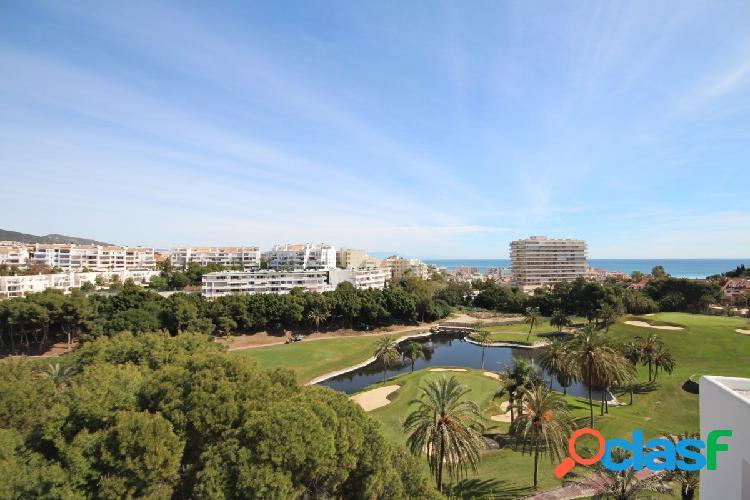 Chalet Adosado con vistas al campo de golf y mar