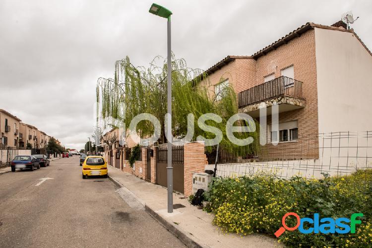 Chalet adosado en venta de 258 m² en Calle Luis Buñuel,