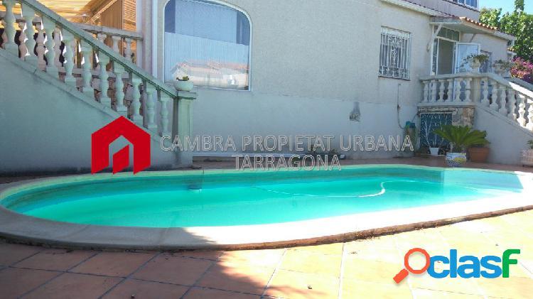 Chalet con jardín y piscina propia en Urb Residencial Cinco