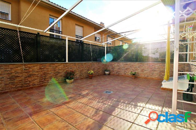 ¡¡Chalet de 4 dormitorios en Urbanización Guadiana!!