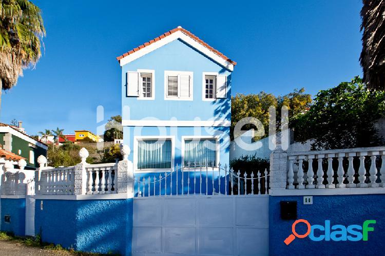 Chalet en venta de 183m² en Calle Pintora Lola Massie,
