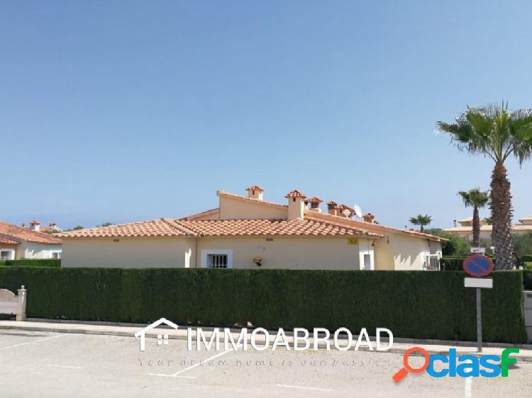 Chalet en venta en Oliva con 2 dormitorios y 1 baños