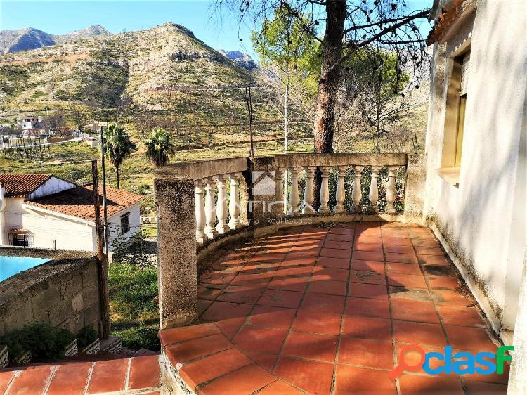 Chalet situado en Marchuquera en zona tranquila y rodeada de