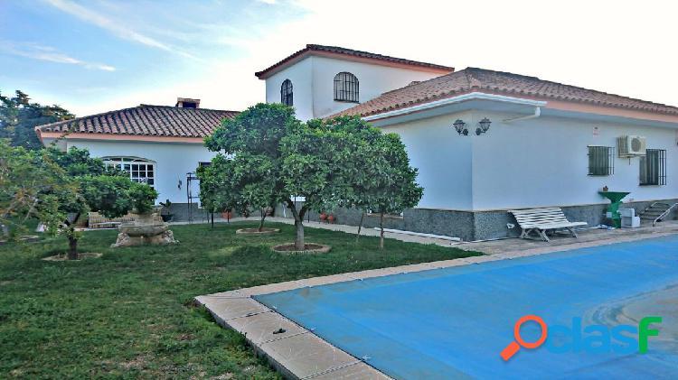 Chatel con piscina en Urbanización Las Pilas!!!