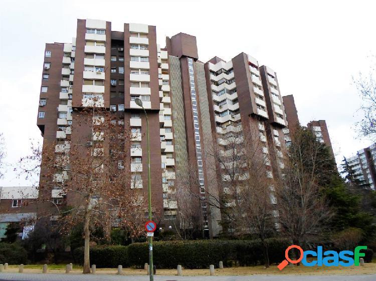 ESTUDIO HOME MADRID OFRECE local comercial de 96 m², con
