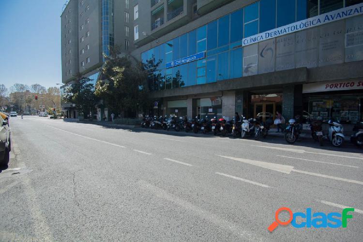 EXCLUSIVA OFICINA EN EL EDIFICIO REAL CENTER.... UNICA