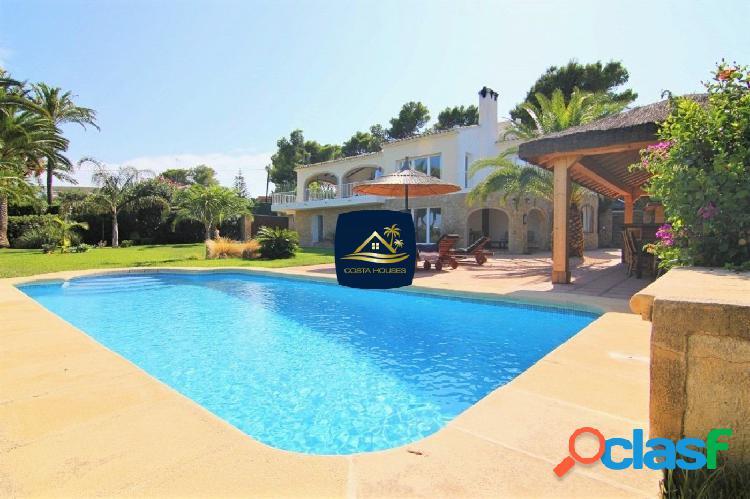▷ En venta Villa Mediterránea en Javea con Vistas al Mar