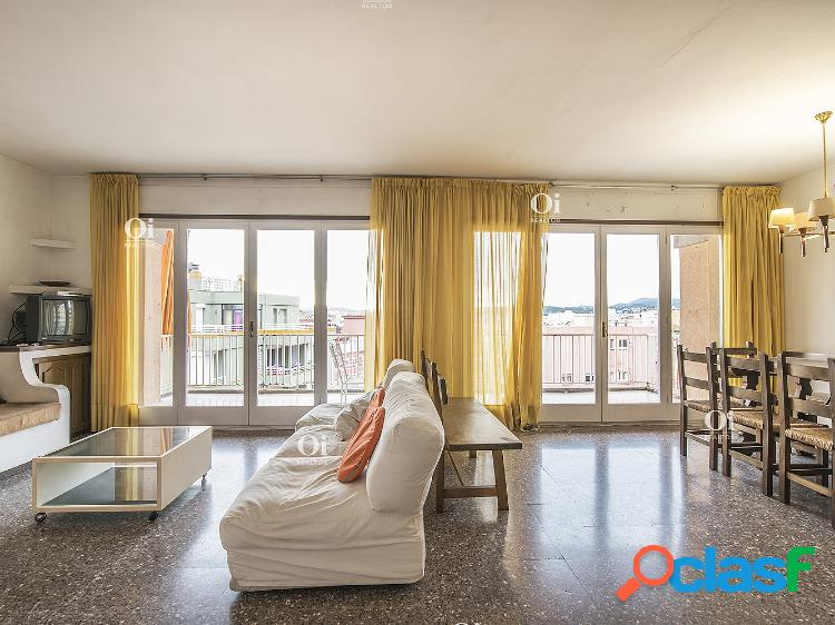 Encantador piso de 6 habitaciones, con piscina en Lloret de