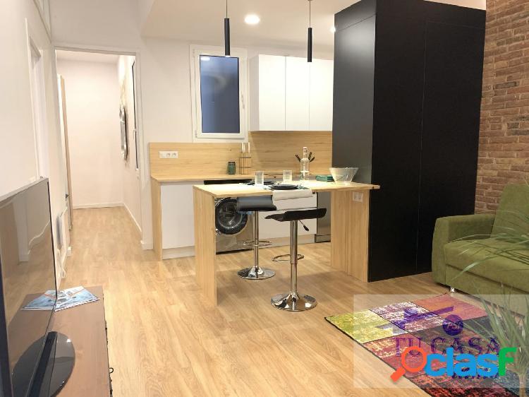 FANTÁSTICO piso, situado en el barrio de Navas, recién