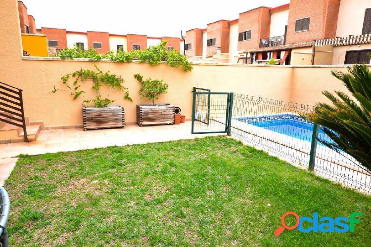 Fabulosa casa adosada con piscina propia situada en