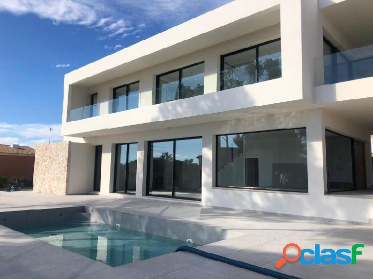 Fantástica villa nueva con vistas al mar y piscina!