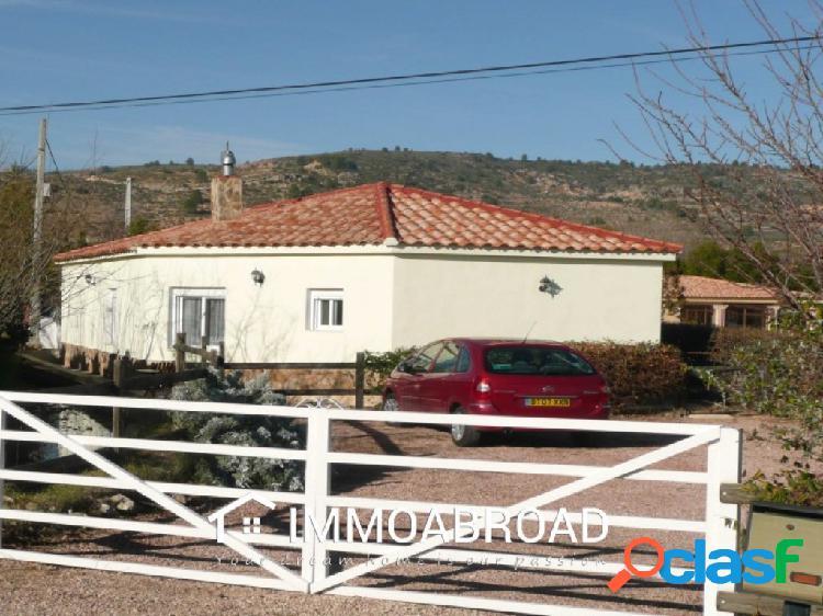 Finca en venta en Zarra con 2 dormitorios y 2 baños