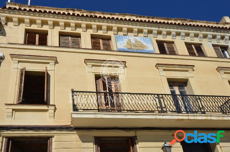 Hotel en venta en El Masnou en primera línea de playa.