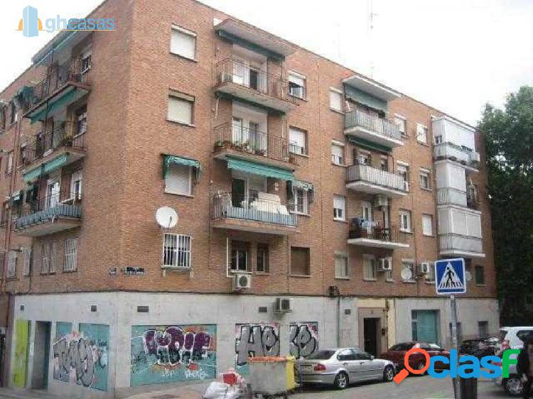 Local comercial en Berruguete, Tetuan, Madrid,