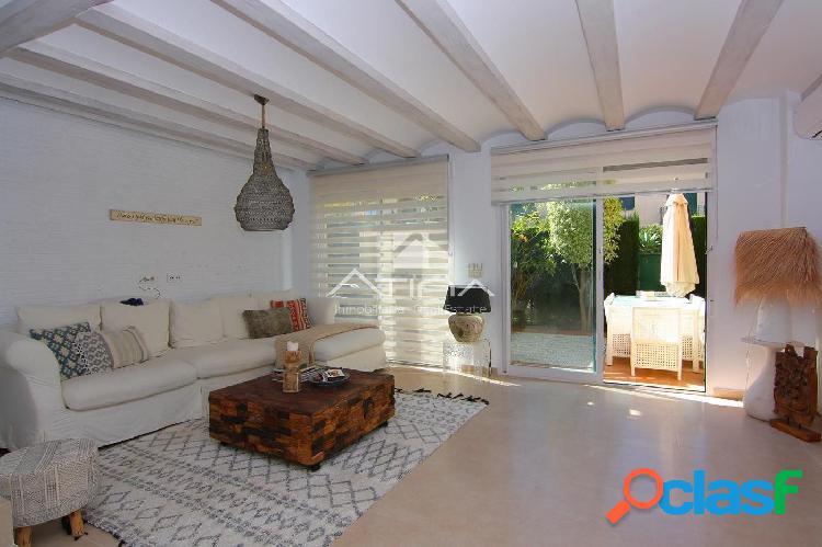 Lujoso adosado moderno situado en la zona del Arenal,