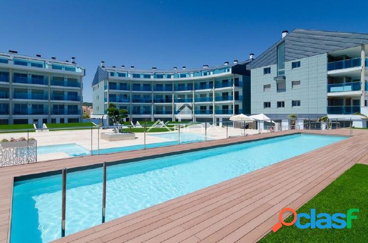Lujoso apartamento con excelentes vistas al mar en primera