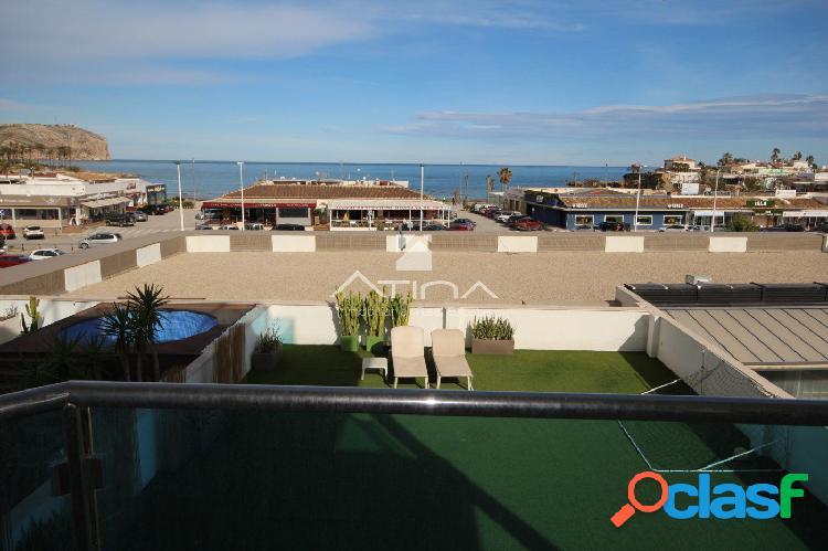 """""""Lujoso apartamento con vistas al mar en primera linea de la"""