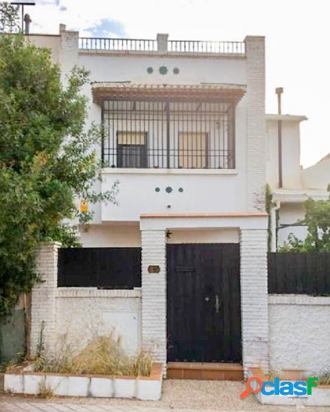 Magnífica casa de 4 plantas, con preciosas vistas, situada
