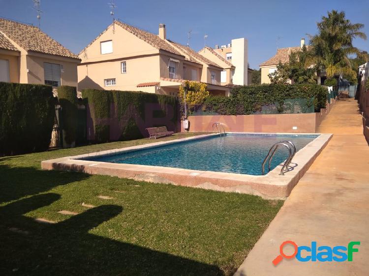 **Magnífica vivienda con parcela en Campo Olivar**
