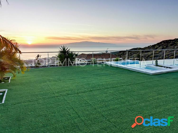 Maravillosa villa con vistas al mar en Torviscas Alto - A la