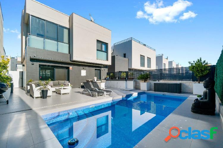 Moderna villa de 3 dormitorios, 2 baños y terraza enlosada