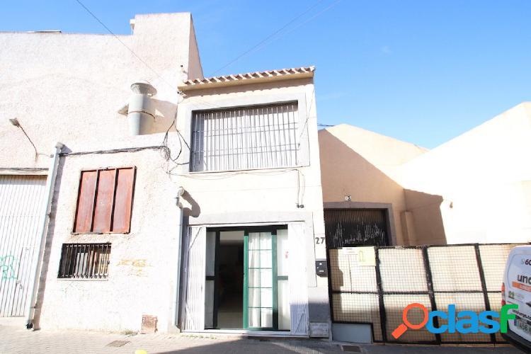 Nave industrial con vivienda en Nueva Torrevieja