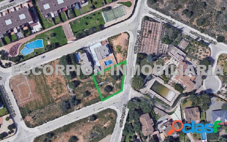 Parcela urbana esquinera en venta en Sector R-7 de Bétera