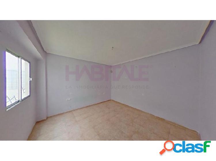 Piso a la venta de 4 habitaciones en Alzira. *SIN